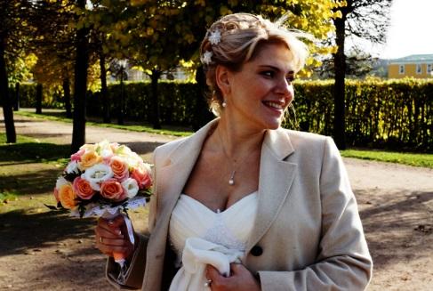 Как выбрать букет невесты к платью цвета айвори | 327x487